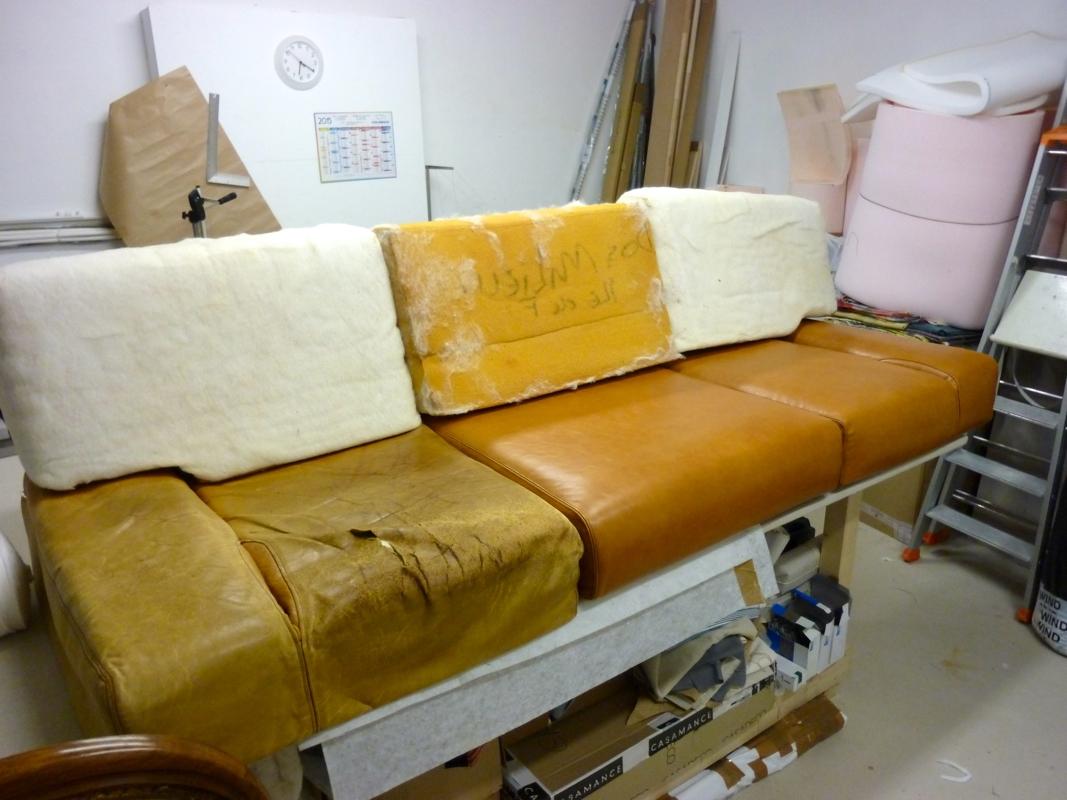 r fection d 39 un canap en cuir au fil des mati res. Black Bedroom Furniture Sets. Home Design Ideas